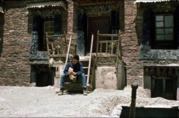 Rupert_Wolfe_Murray_in_Gyantse_Tibet_1987_by Ulrike Zimmermann